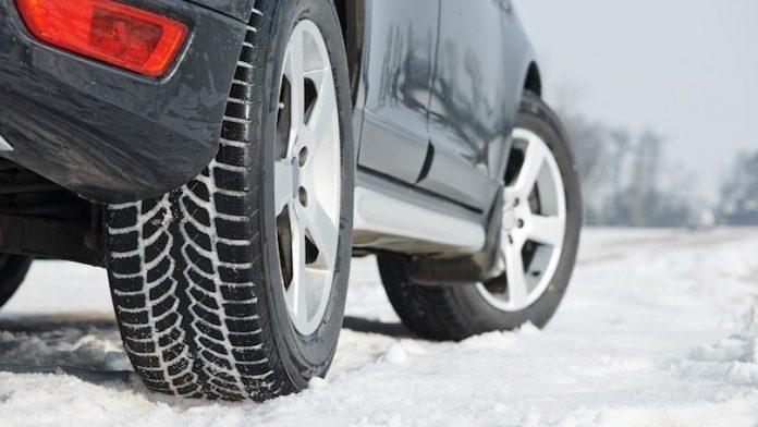 Од денес задолжително поседување зимска опрема во возилата
