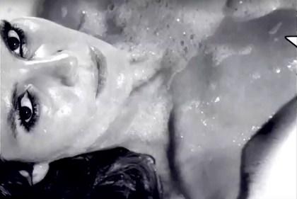 Хајди Клум целосно гола во када за магазинот Love