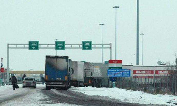 Поради лошо време во Грција 70 камиони чекаат на граница