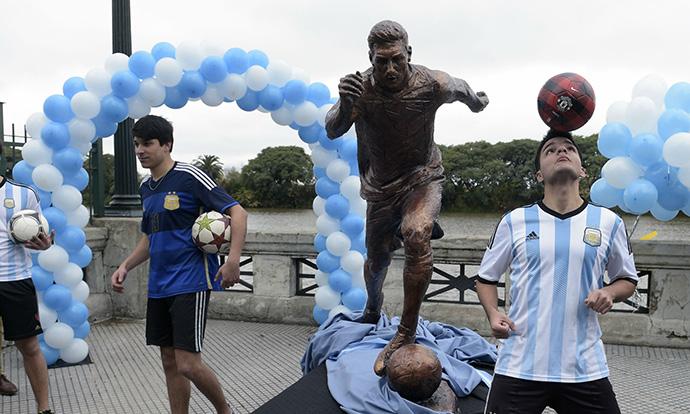 Оштетен споменикот на Меси во Аргентина