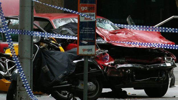 Мелбурн  Автомобил влета во пешаци  тројца загинати  29 повредени