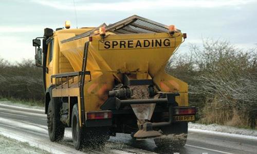 Минатата ноќ фрлени 60 тони сол на градските улици и булевари