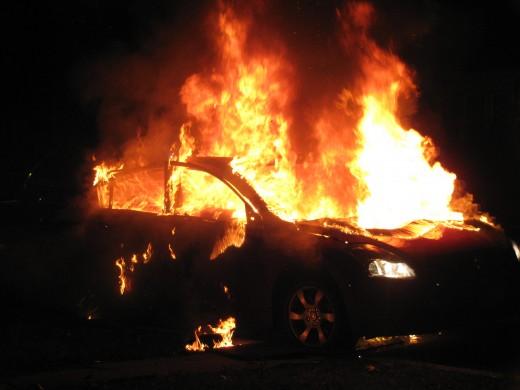 Опожарени три возила во Скопје