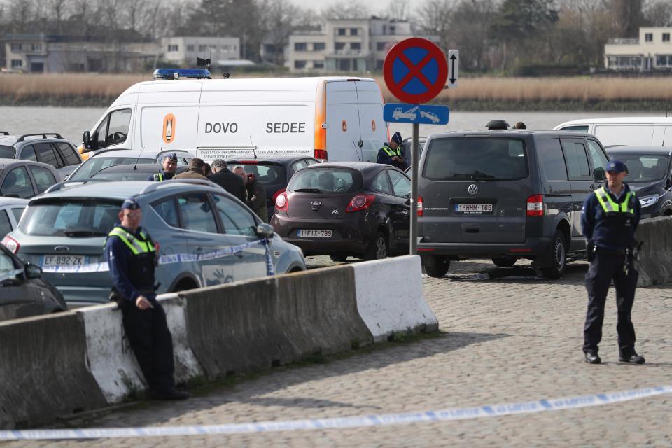 Белгија  Маскиран маж се обидел да прегази луѓе во Антверпен