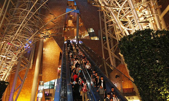 18-lugje-povredeni-pri-defekt-na-eskalator-vo-hongkong