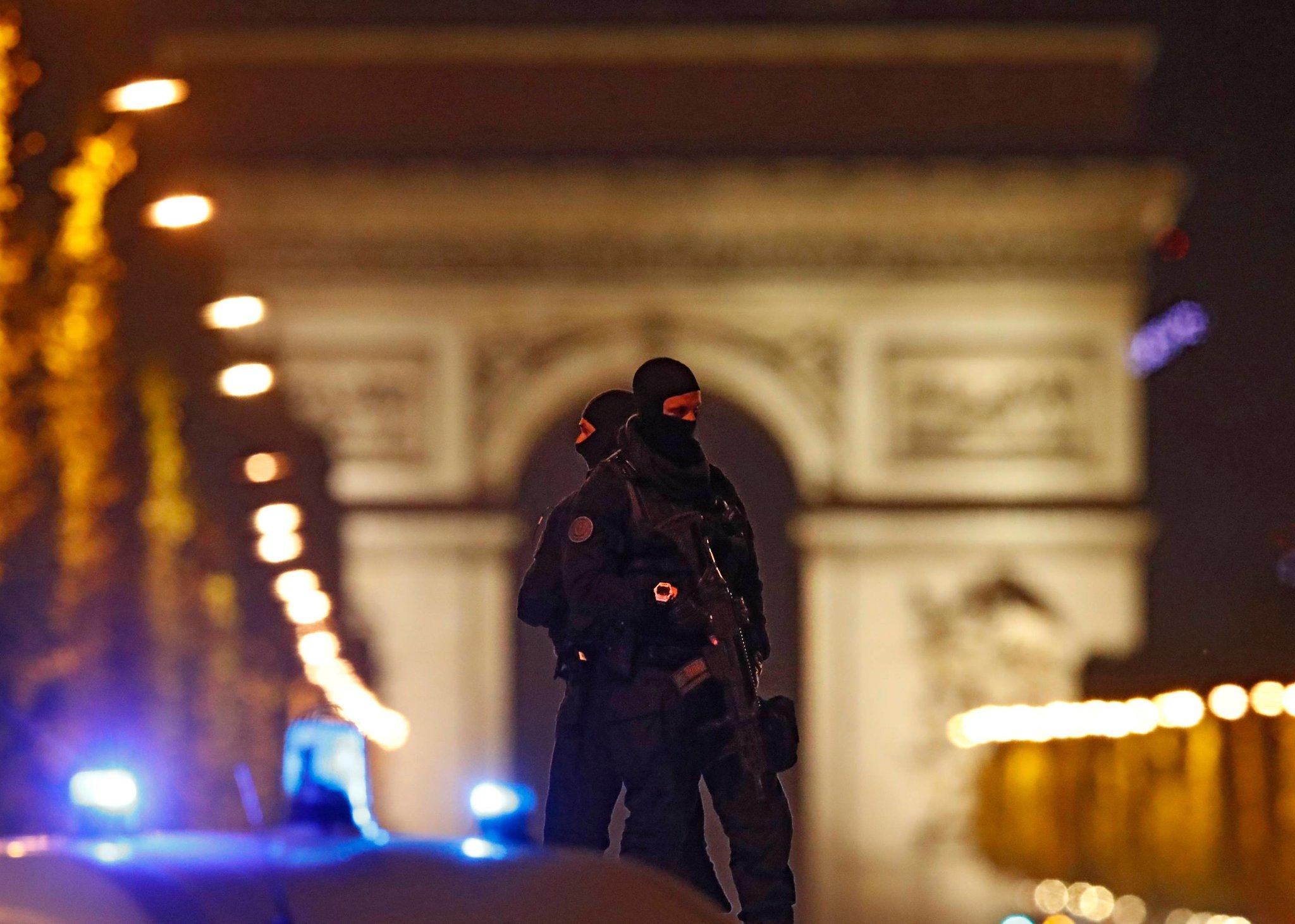 Нов терористички напад во Париз  Исламска држава ја презеде одговорноста