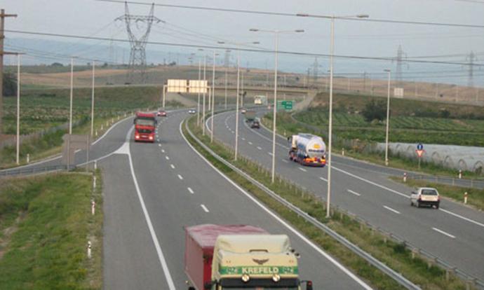 Поради сообраќајка затворен патот Валандово Дојран