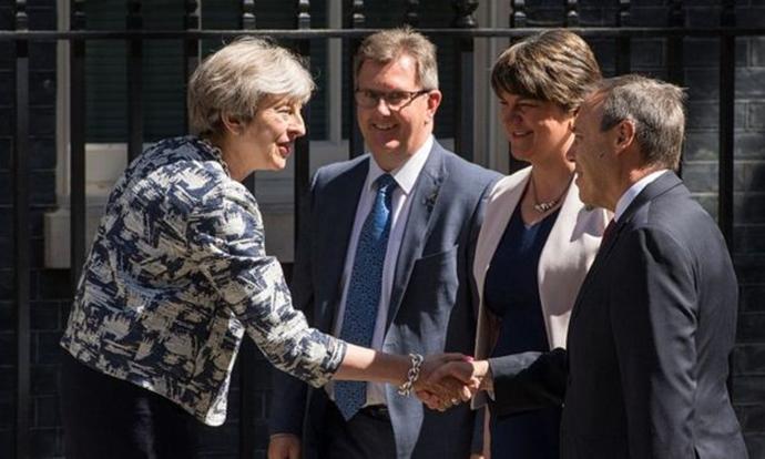 Британија ќе добие влада  Премиерката Меј го прифати условот на Ирците