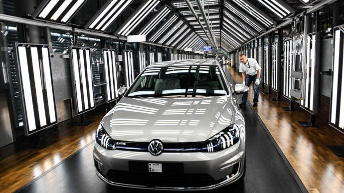 Електрични верзии на сите автомобили на  Volkswagen  до 2030 година