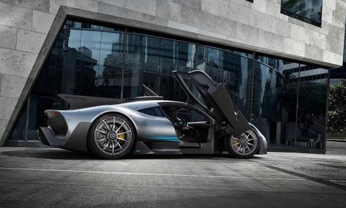 Mercedes го ослободи ѕверот  Project One е болид за на улица