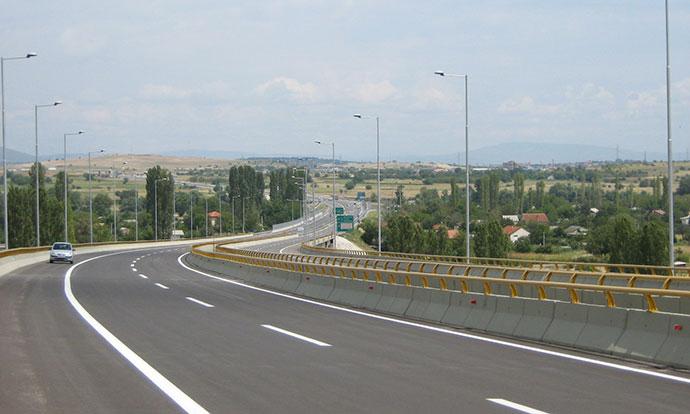 Сообраќајот на државните патишта пo наместа влажни коловози