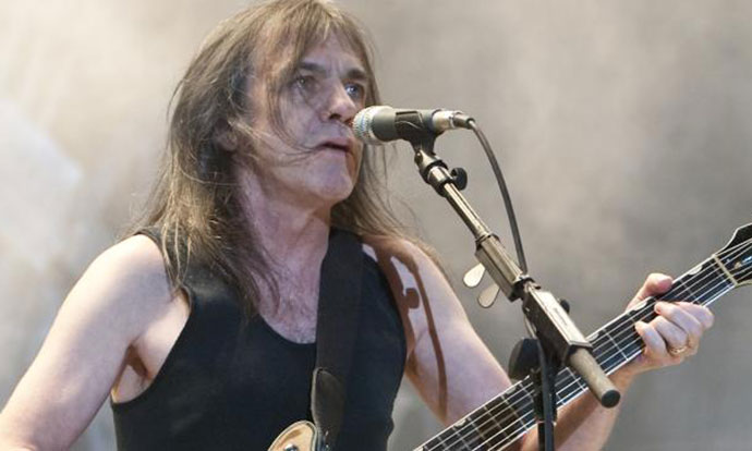 Почина гитаристот на AC/DC, Малколм Јанг