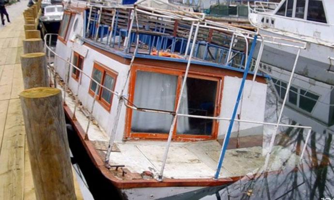 Еколошки инцидент  Се излеа нафта од потонат брод во каналот Студенчишта