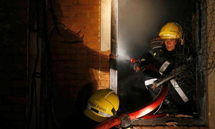 Осуммина мртви и над 50 повредени при пожар во зграда во Португалија