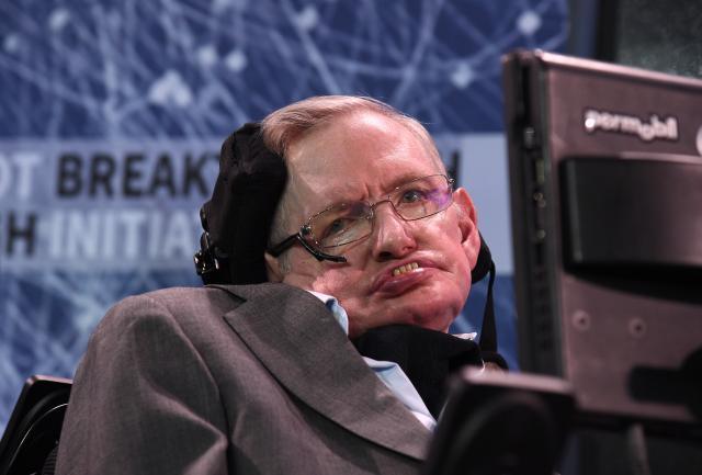 Теоретичарите на заговор  Стивен Хокинг е мртов  го замени негов двојник