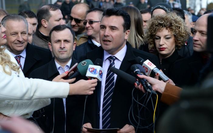 Ако нешто не е во согласност со Уставот  постои Уставен суд  рече Заев прашан за двојазичноста