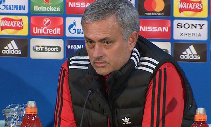 Мурињо го нарече де Бур  најлошиот тренер во историјата на Премиер лигата