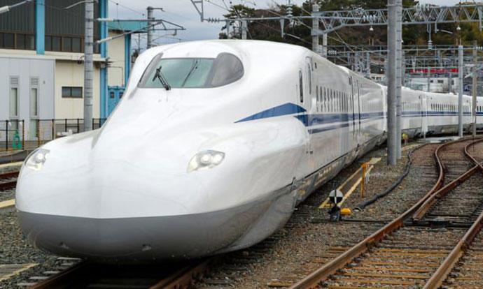 Претставена Supreme верзија на јапонскиот супербрз воз
