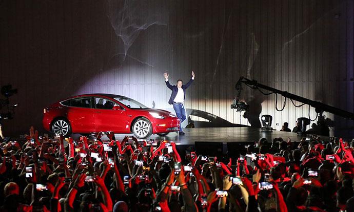 Tesla брка илјадници вработени за да го спаси профитот