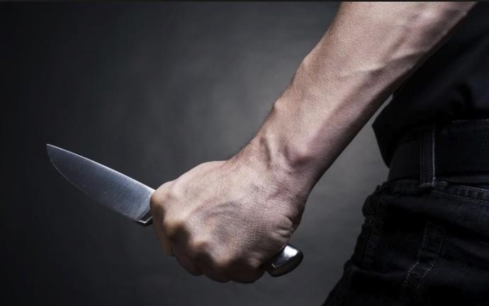 Со нож нападнат малолетник од Арачиново додека чекал автобус