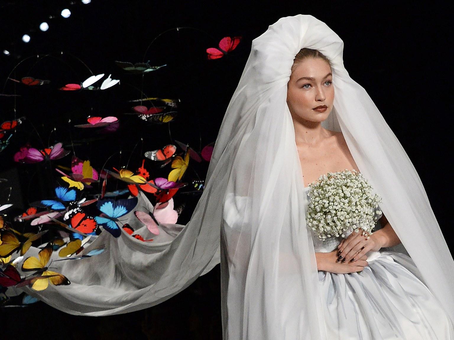 Џиџи Хадид во необична венчаница на Модната недела во Милано