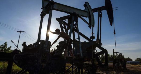 Поскапува нафтата поради намалените залихи на САД