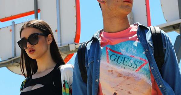 [Дигитален Моден викенд Скопје] Од блогерка, дизајнерка до стилистка – Дани Ѓуровска ги состави стајлинзите за Guess