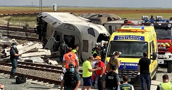 Автомобил паднат од мост исфрлил воз од шини во Шпанија