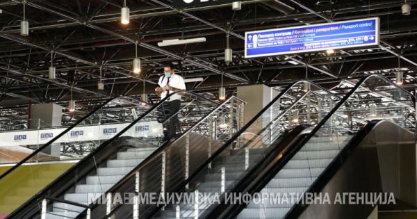 Се отвораат аеродромите