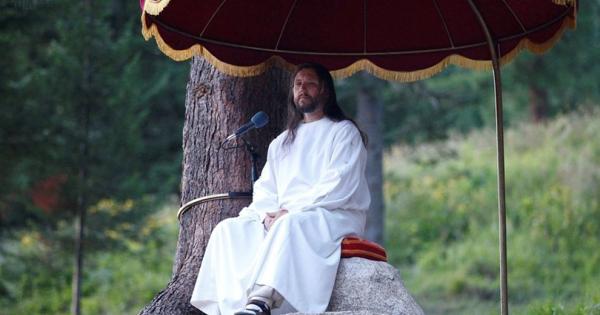 Оружје, пари, накит и секс-играчки пронајдени кај сибирскиот Исус
