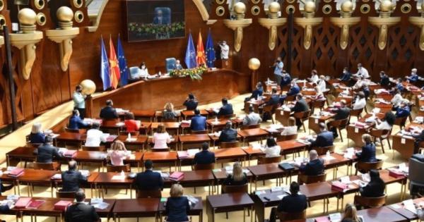 Пратениците расправаа за Предлог-законот за попис, седницата ќе продолжи утре на пладне