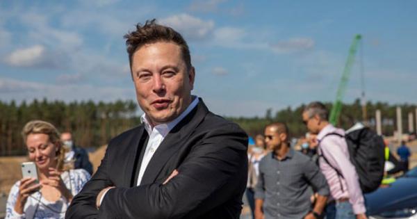 Маск реши да ја намали цената на вселенските патувања