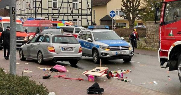 Ужас во Германија: Автомобил прегази група луѓе на пешачка зона