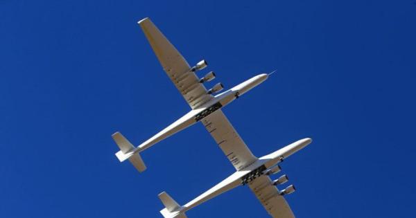 Најголемиот авион во светот успешно го изведе вториот тест лет