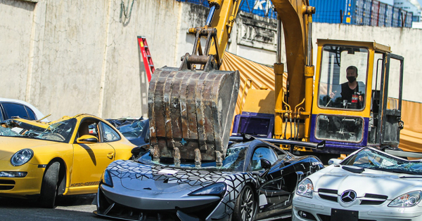 Филипинската влада продолжи да уништува скапи автомобили