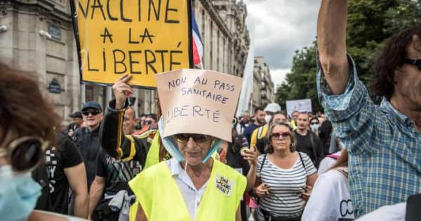 Солзавец за Французите кои протестираат против КОВИД пропусницата