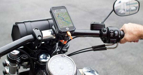 Моторџиите пријавуваат проблеми со iPhone: Се оштетува камерата од многу тресење