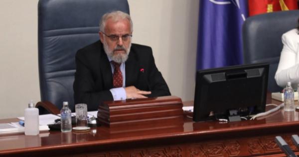 По напуштањето на собраниската сала од опозициските пратеници Џафери ја прекина седницата