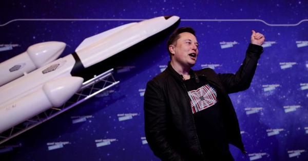 Да не остане покусо од другарите милијардери– Илон Маск утре носи цивили во вселената